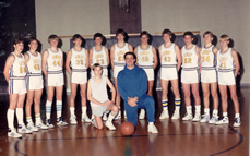 Mendiola and the 1986 basketball team./Courtesy • JOYCE MENDIOLA