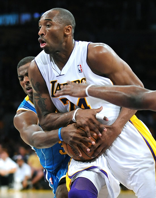 Lakers stung by Hornets in Game 1 of playoff series