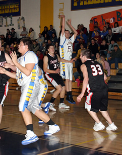 Lowry boys hold off Truckee 62-53