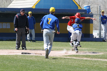 Baseball drops two to Truckee