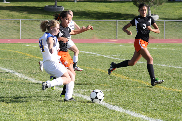 Girl's varsity soccer comes back to defeat Vaqueros